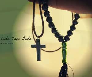 Foto tasbih dan salib